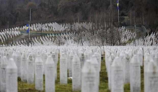 Srebrenitsa qətliamını inkar edən nazir qovuldu