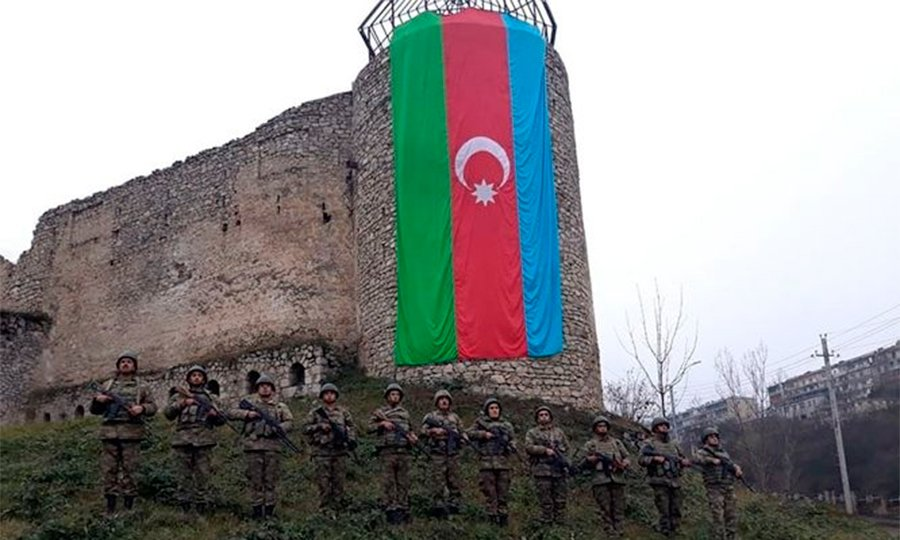 Hərbçilərimiz Şuşaya girmək istəyən sülhməramlıların maşınını SAXLADI - Ermənilər ŞOKDA