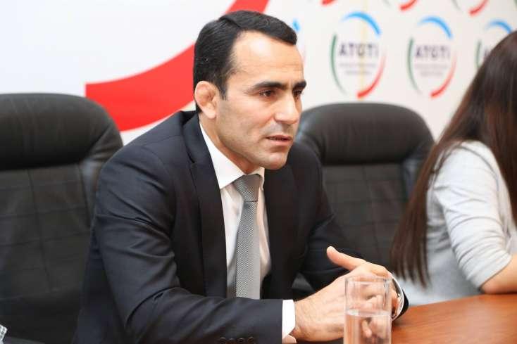 Olimpiya çempionu Namiq Abdullayev Əlibəylini döyən qardaşından danışdı