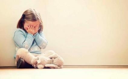6 yaşlı ögey qızını divara çırpa-çırpa öldürdü, sonra anasıyla sevişdi - DƏ ...