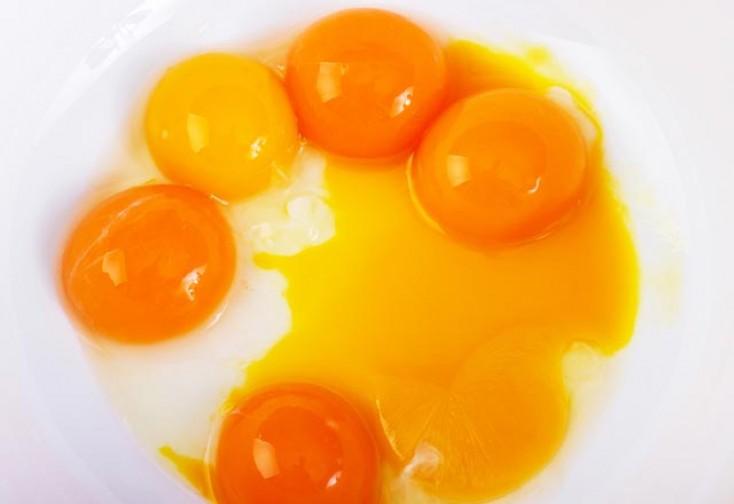 Yumurtanın rəngi belədirsə, yeməyin... - Sağlamlığa ziyandır