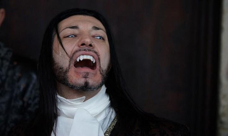 ABŞ-da kişi vampir saxlanıldı - Quşların qanını içirmiş...