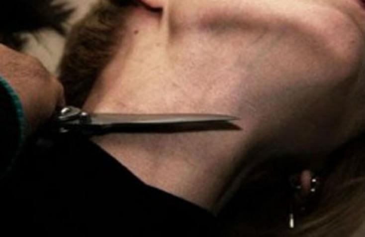Həyat yoldaşının boğazını kəsdi - Bakıda
