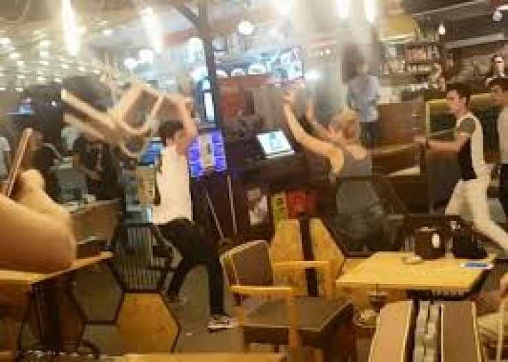 Bakı: Kafedə qadın müştərilər arasında dava: