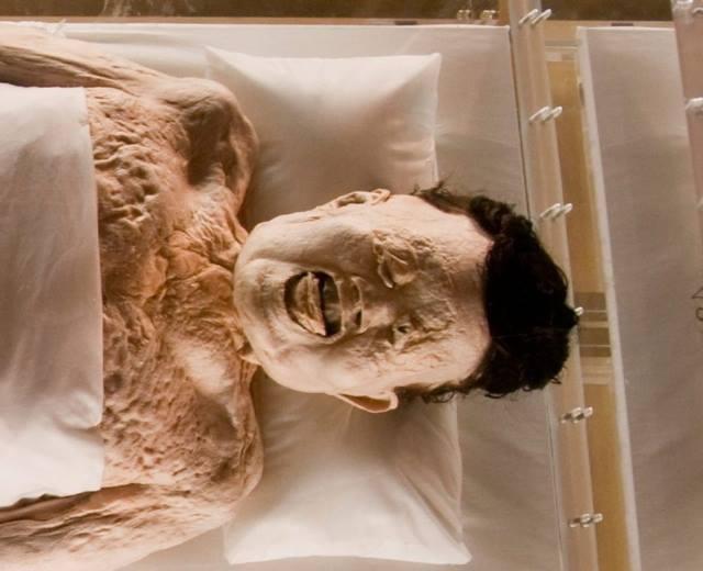 2000 il əvvəl öldü, hələ də bədənində qan var - FOTO/VİDEO