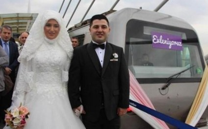 Metroda nikah mərasimi (VİDEO/FOTO)