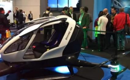 İlk 'uçan avtomobil' nümayiş etdirilib - VİDEO