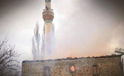 Avropadakı 7 əsrlik türk məscidində güclü YANĞIN - FOTO