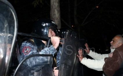 Armenians demand the resignation of President Sargsyan (PHOTO)
