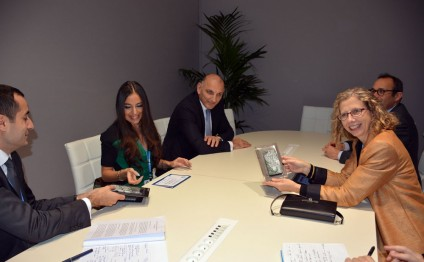 Leyla Aliyeva meets with Director General of International Union for Conservation of Nature