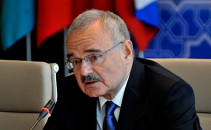 Azerbaijani PM holds meeting at SOCAR