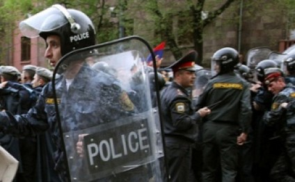 Armenian police concentrates force at Liberty Square in Yerevan