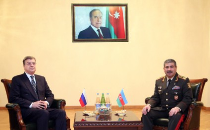 Azerbaijan, Russia discuss military co-op