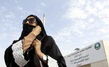 Saudi Arabian women vote for first time in local elections