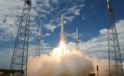 SpaceX Falcon rocket blasts off and returns to safe landing