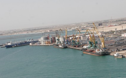 Azerbaijan helps unload Aktau port