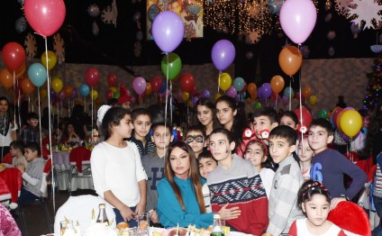 Heydar Aliyev Foundation arranges New Year party for children