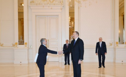 Azerbaijani president receives credentials of newly appointed Algerian ambassador
