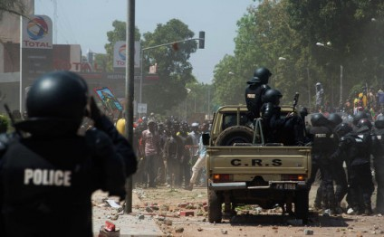 Burkina Faso hotel on fire, commandos storm building where hostages held