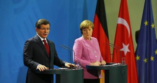 Merkel offers support to Turkey on refugees